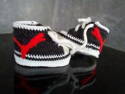 Baby Chucks Boots Turnschuh Sneakers Handarbeit  gehäkelt  9,5 cm flieder