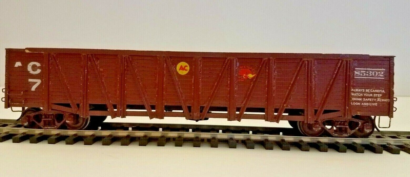 O SCALE ALL NATION WOOD GONDOLA PAINTED DETAILED IN GOOD CONDITION.