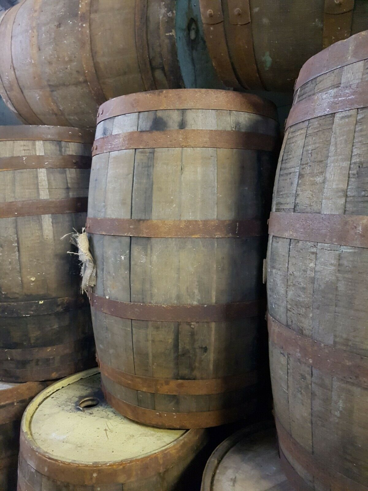 1 225lt oak whisky barrel in very good condition free UK delivery
