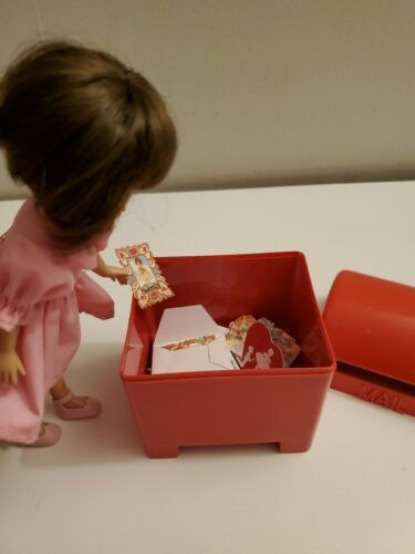 "Miniature mailbox w 36 Valentines for 8/"" Betsy McCall LOOK!"