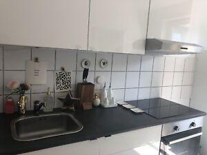 ... Einbaukueche IKEA Weiss Hochglanz Mit Grauer Arbeitsplatte