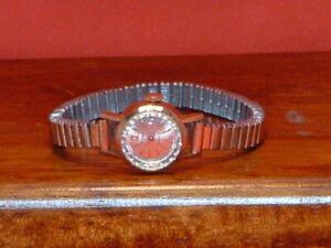 Pre-Owned-Vintage-Women-s-Tressa-17-Jewels-Hand-Wind-Watch
