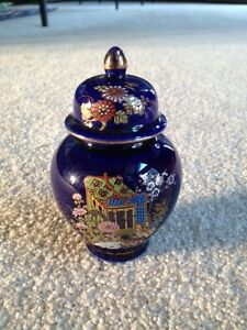 Small Japanese Vase With Lid Rickshaw Design 4 5 Inches
