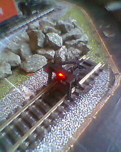 HORNBY 00 GAUGE BUFFER STOP DC /& DCC TRAIN TRACK LAYOUT WITH RED LED LIGHT.