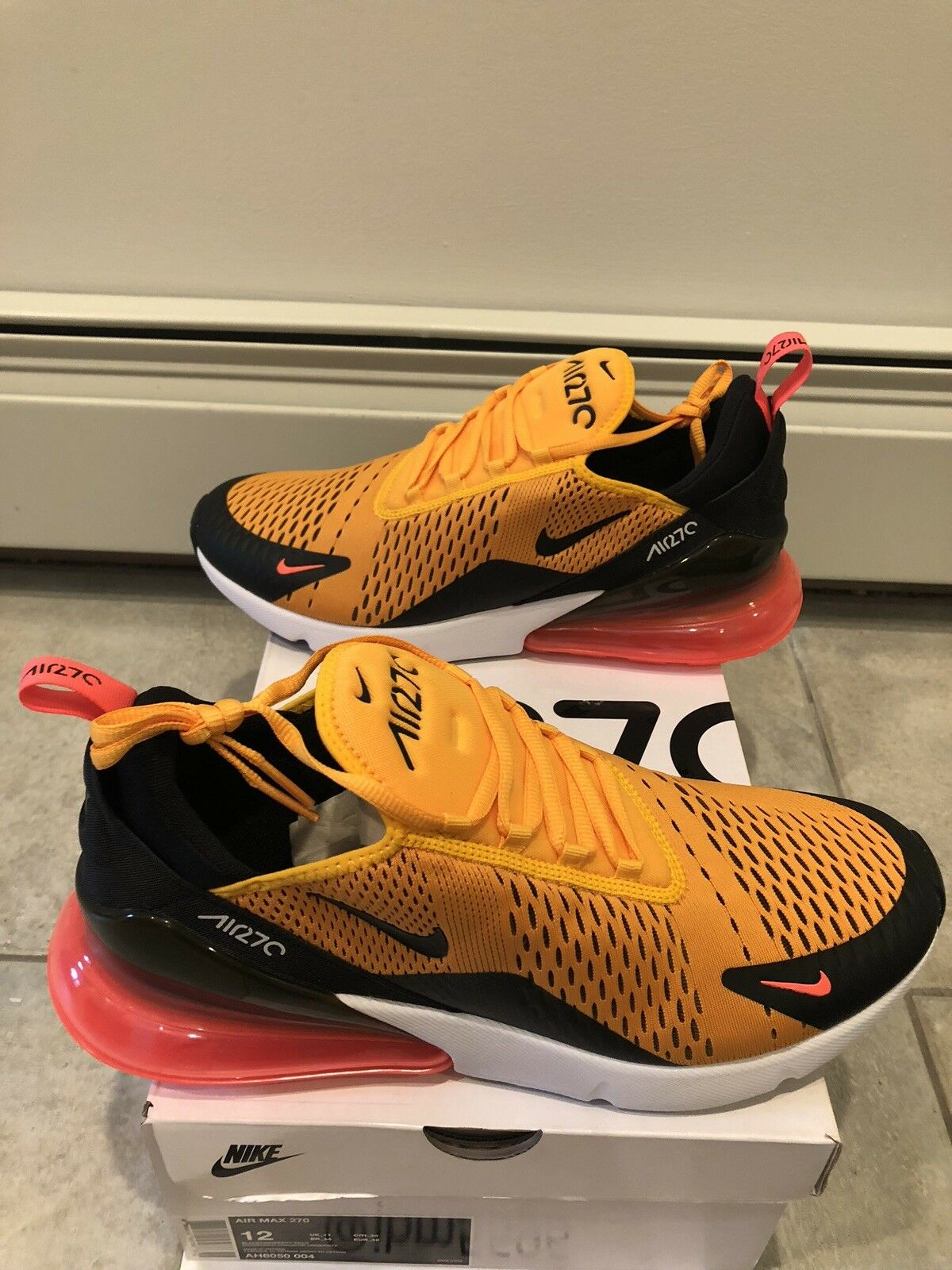 Nike Air Max 270 Uomo's Sz11.5 Univeristy Gold AH8050-004 Brand New
