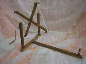 SARILLO HILANDERA de madera, artesanal, nuevo