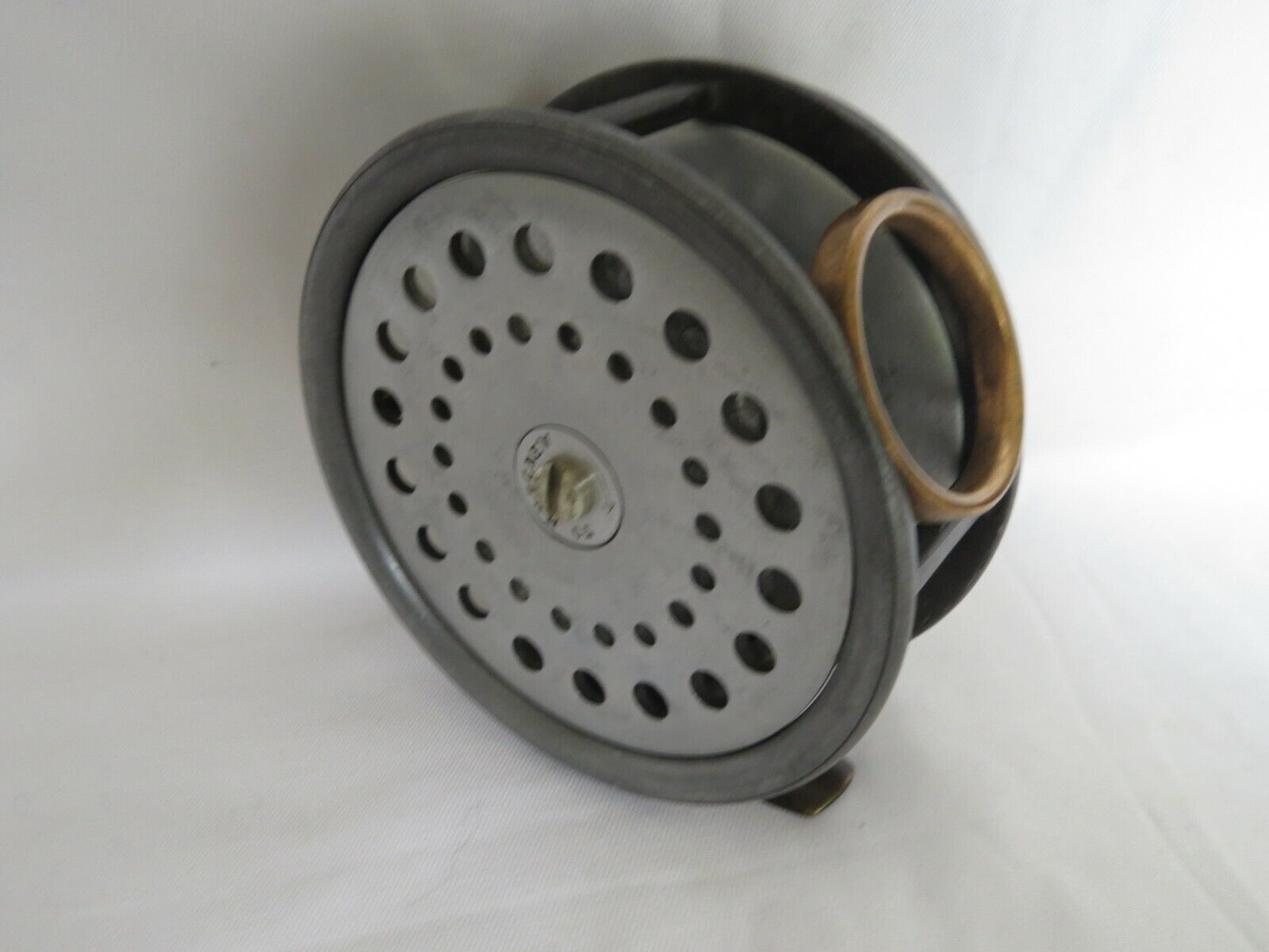 A VERY GOOD VINTAGE ALEX MARTIN 4 1 4  THISTLE 3 PIECE SALMON FLY REEL R.H.W