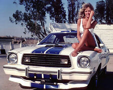 FARRAH FAWCETT-MAJORS ON FORD MUSTANG COBRA II - 8X10 PUBLICITY PHOTO (EP-660)