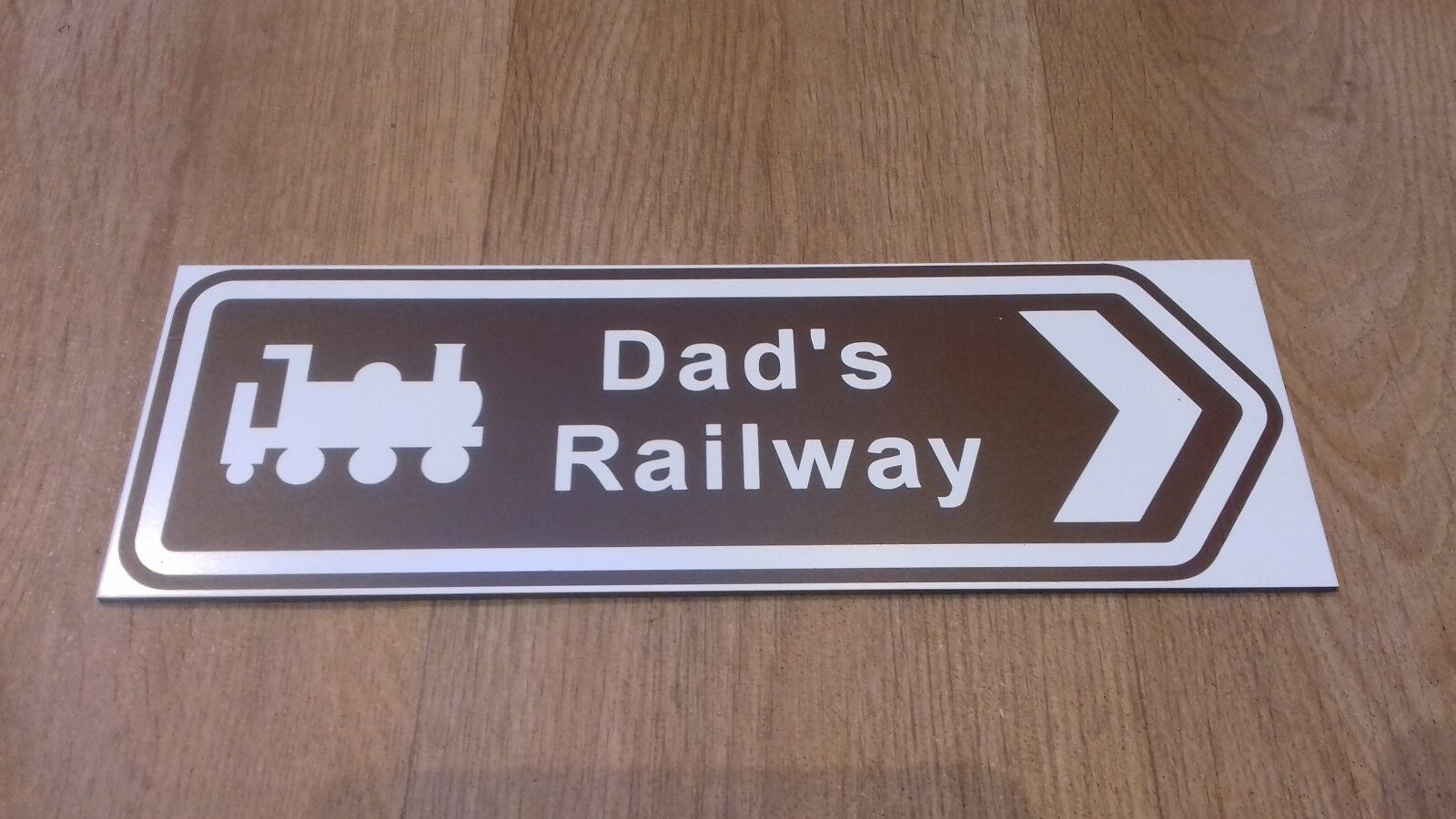 Ride on Railways Railways Railways -  Dad's Railway  brown arrow sign 1d6835