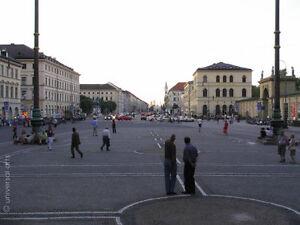 MARIO-STRACK-Odeonsplatz-limit-Fotografie-Original-signiert-Munich-art-Bilder