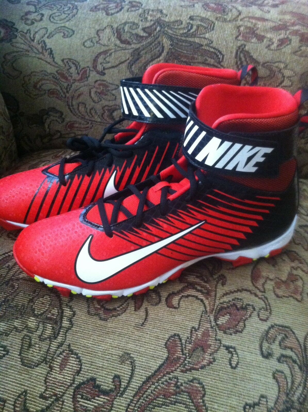 Wild casual shoes Nike Men's Strike Shark Football Cleats Shoes Red & Black New size 13