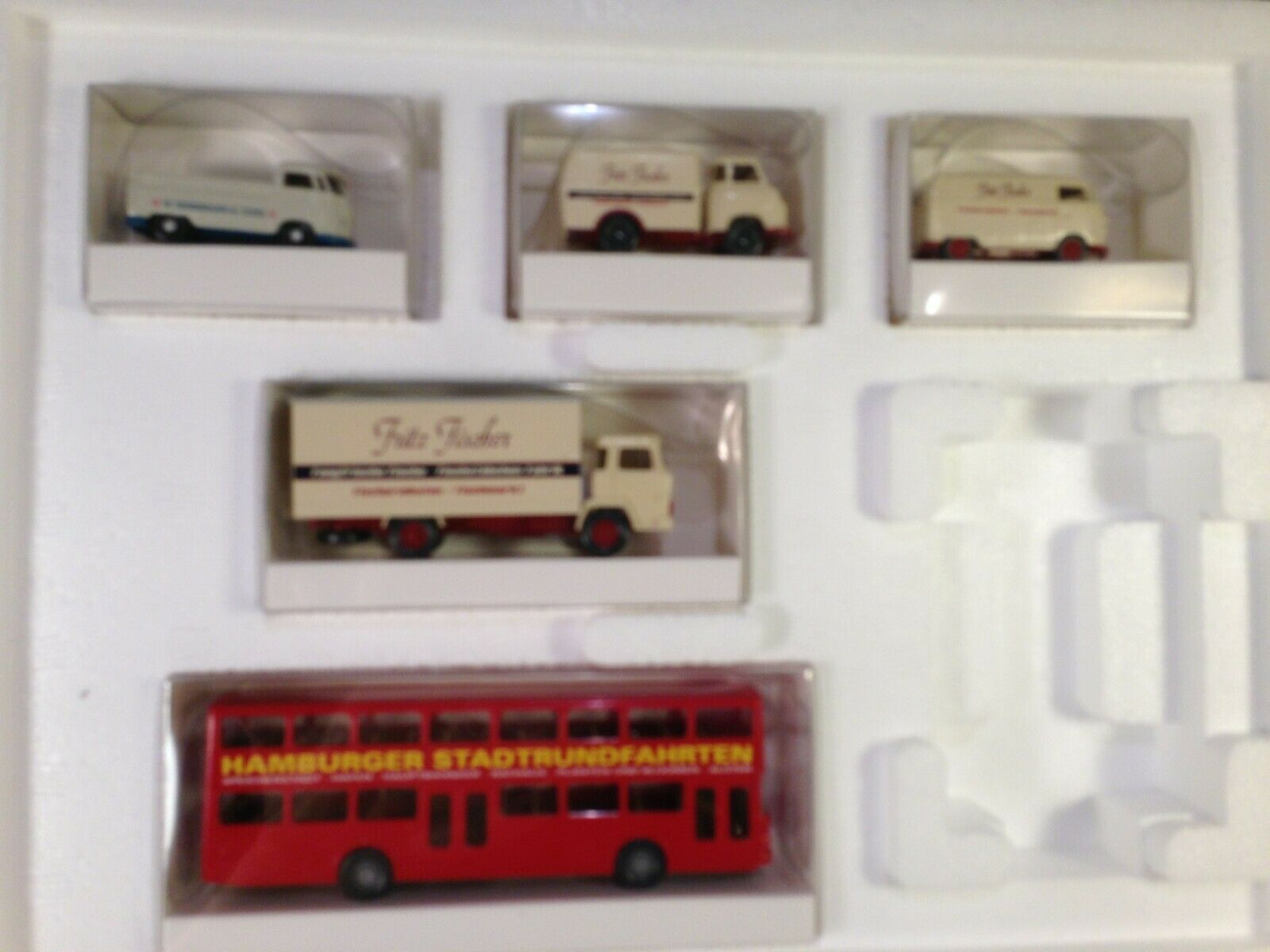 Trix Germany HO Scale VEHICLES IN THE PORT OF HAMBURG 5 Vehicles 66158 New