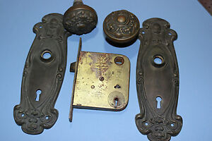 Antique-brass-door-knob-set-w-original-Olympian-Y-amp-T-back-plates-mortise-lock