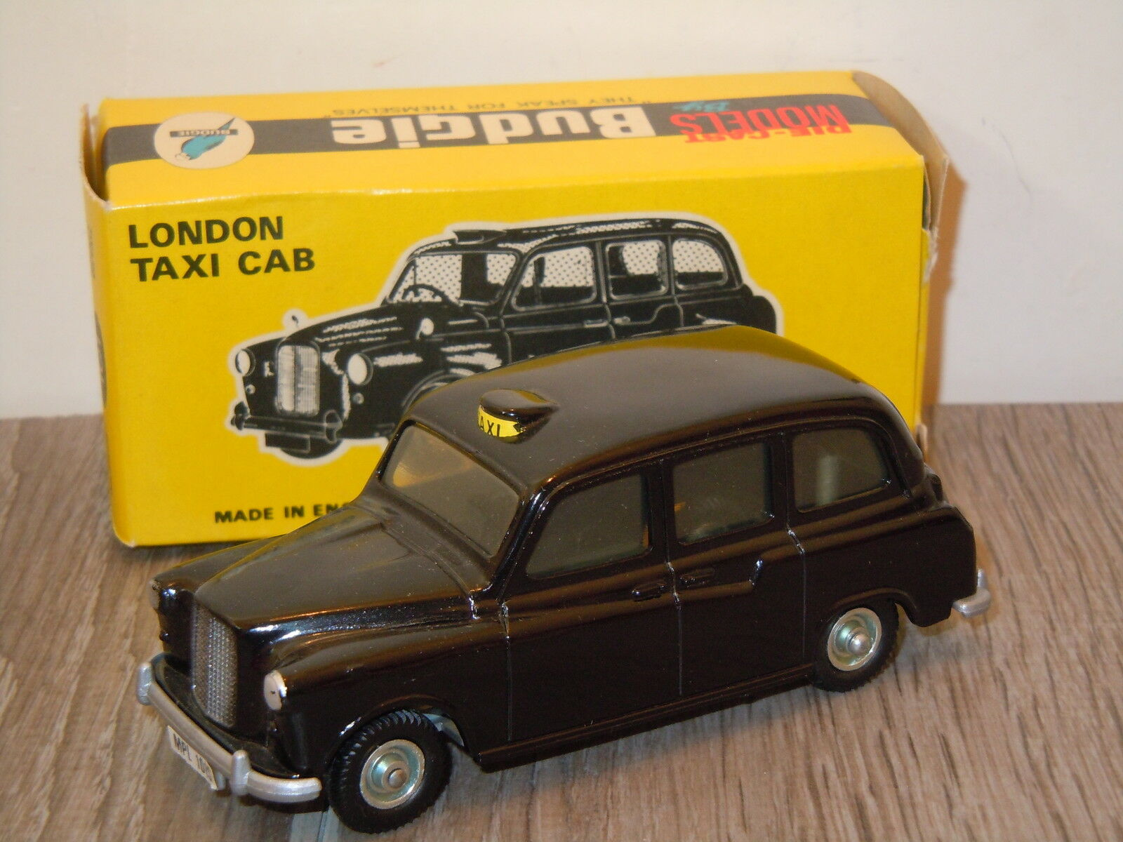 London Taxi Cab van Budgie Models 101 England in Box 6587