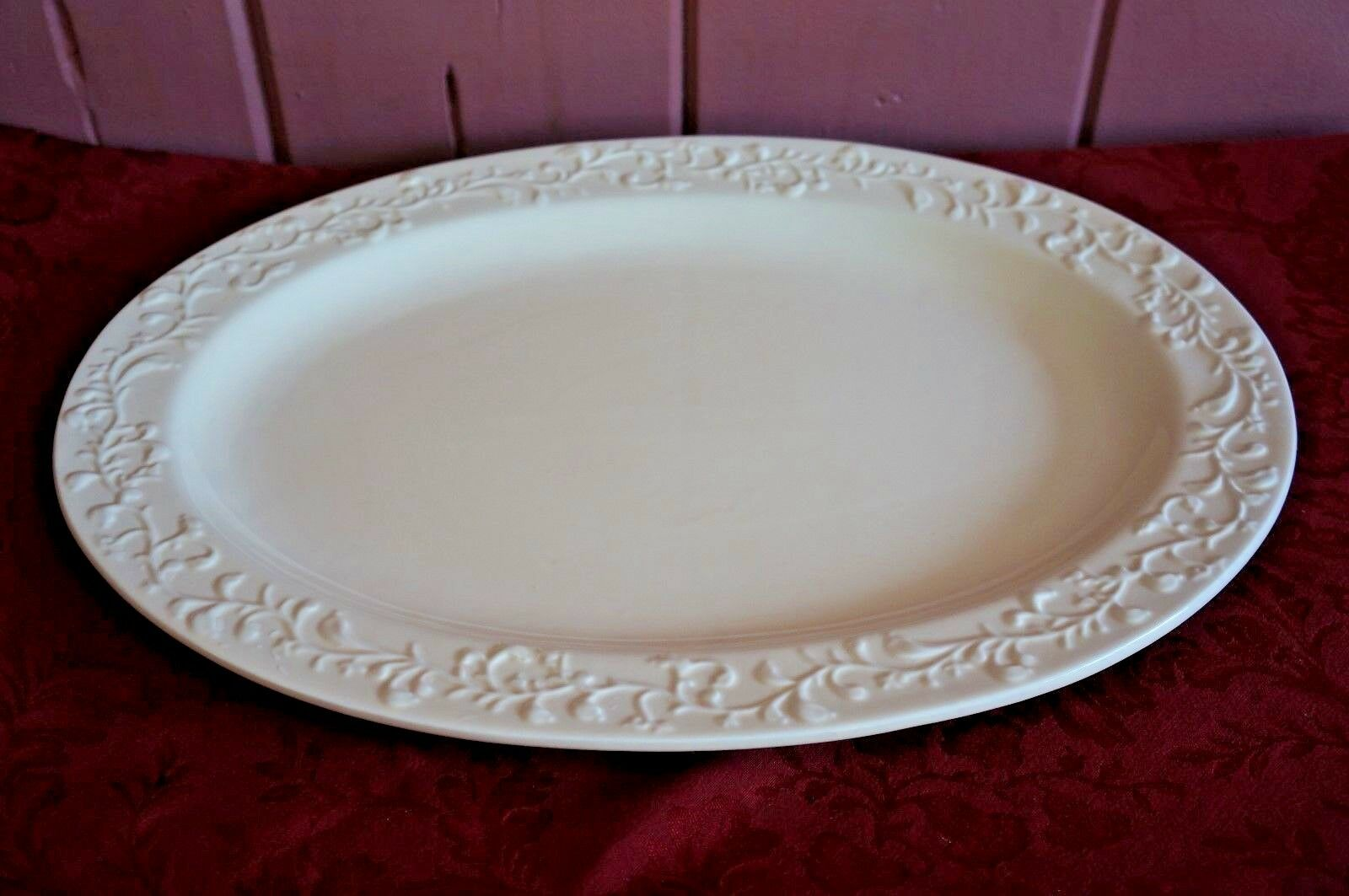 LARGE HARRY AND DAVID CREAM COLoruge PLATTER WITH VINE LIKE MOTIF