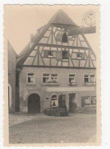 4-330-FOTO-ROTHENBURG-OLDTIMER-FACHWERK-MIT-BRUNNEN