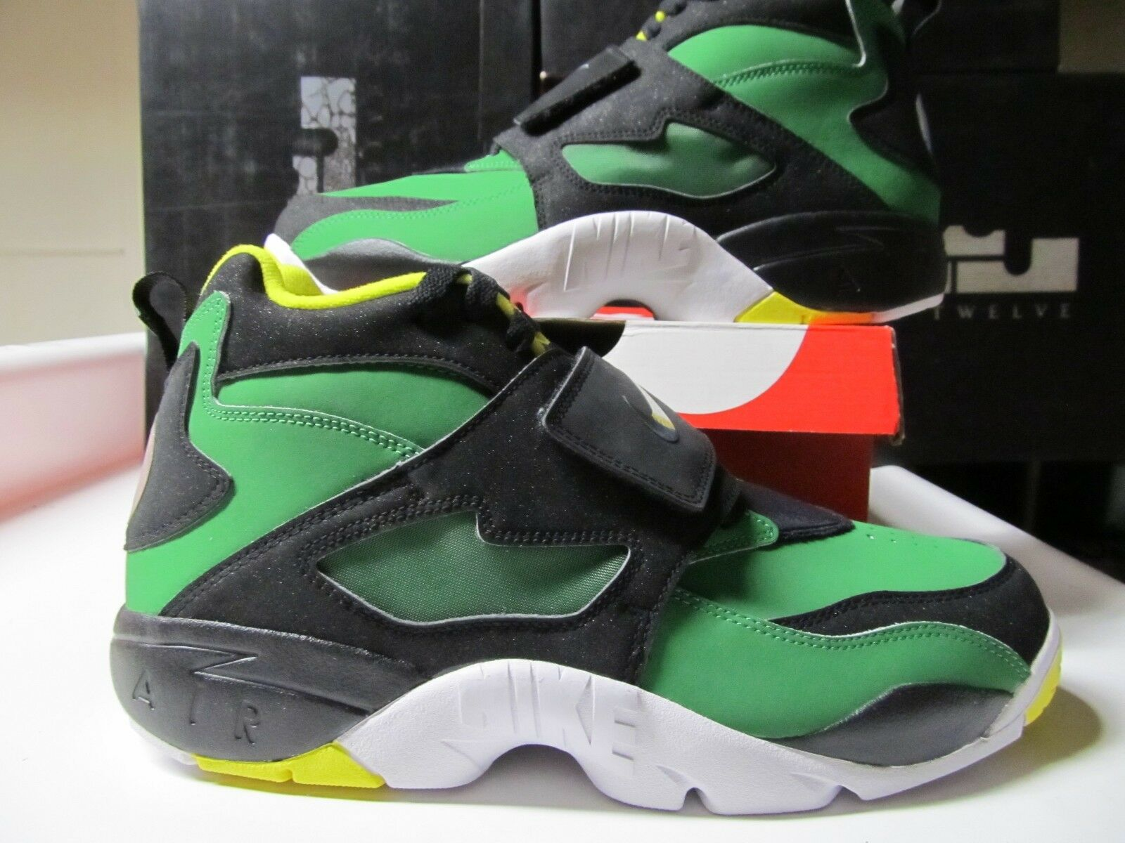 Nike Air Diamond Turf OREGON DUCKS Blck Green Yellow 10 309434 302 deion sanders