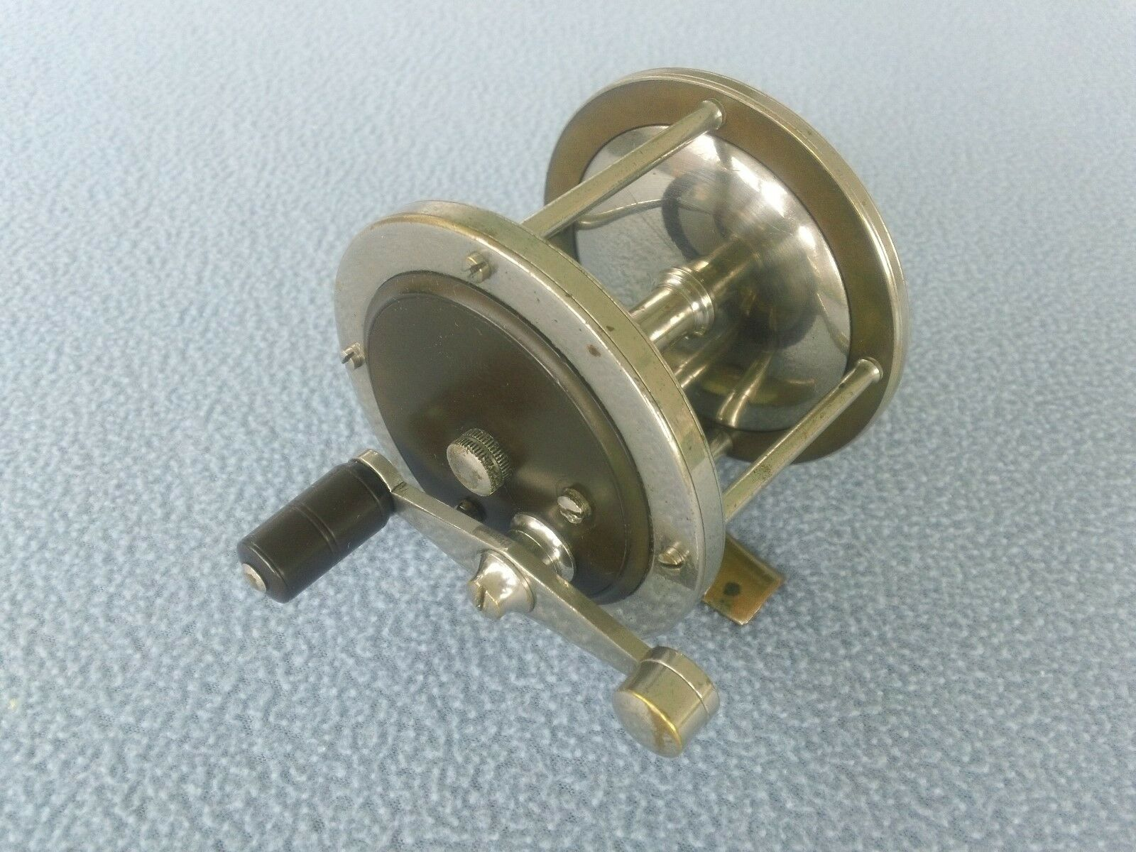 RARE VINTAGE THE KOSMIC REEL  MADE BY MONTAGUE   LOOKS GOOD & WORKS VERY WELL
