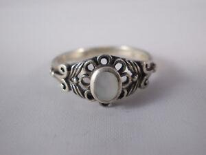 Eleganter Ring Mit Mattem Weißem Stein 925 Silber Vintage Ø14,5mm Design Klein Antiquitäten & Kunst
