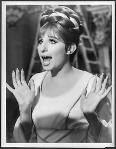 Barbra-Streisand-Divertente-Bambina-Lotto-2-Originale-TV-Promo-Foto-Musical-R73