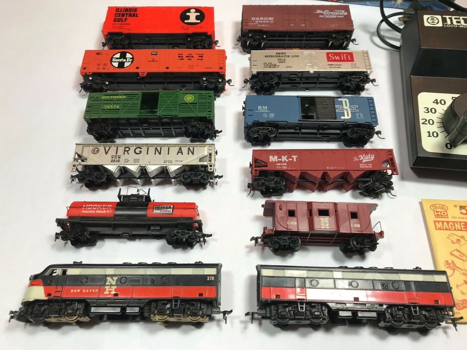 Ho Scale - MARX NH 370 Diesel Locomotive & Cars, 12pc Plus Train Set - 1980s
