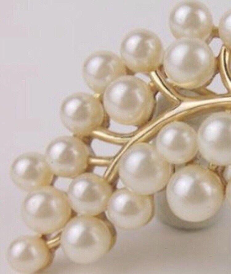 Vintage Trifari faux Pearl Brooch / Pin - image 3