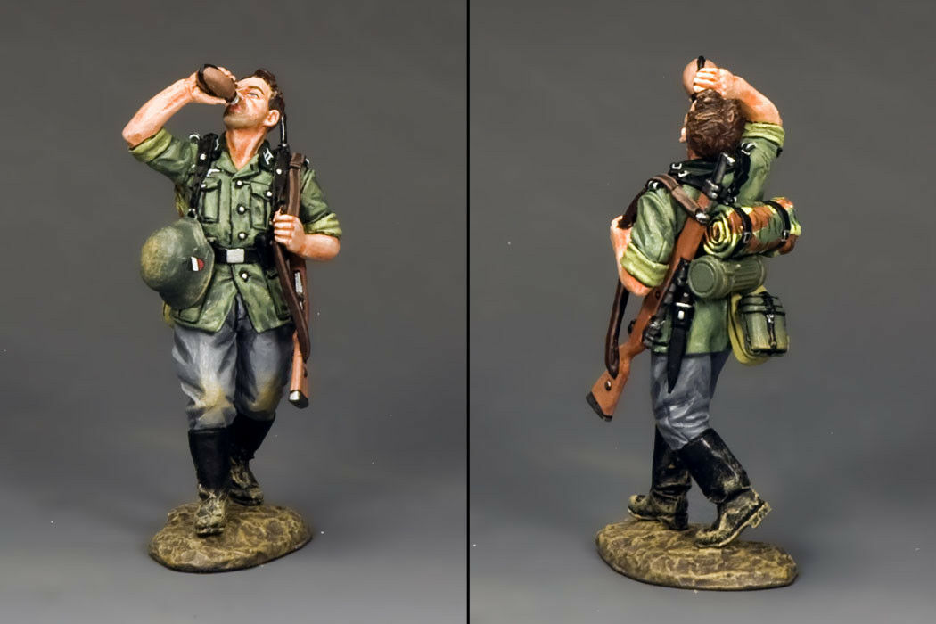 KING AND COUNTRY German German Soldat Drinking WW2 WS206