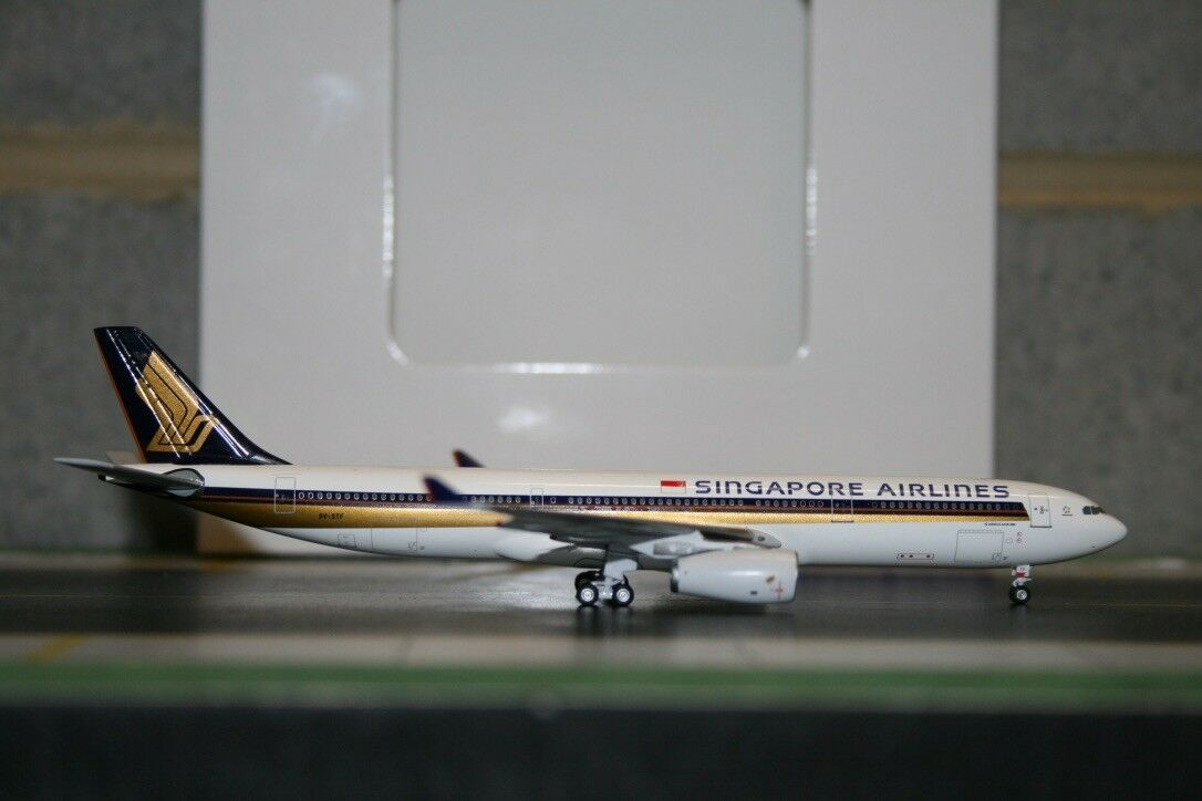 Aeroclassics 1 400 Singapore Airlines Airbus A330-300 9V-STF (AC9VSTF) defect