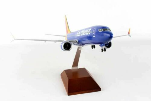 SKR8268 Skymarks Supreme Southwest Heart Livery 2014 737MAX8 Model Airplane