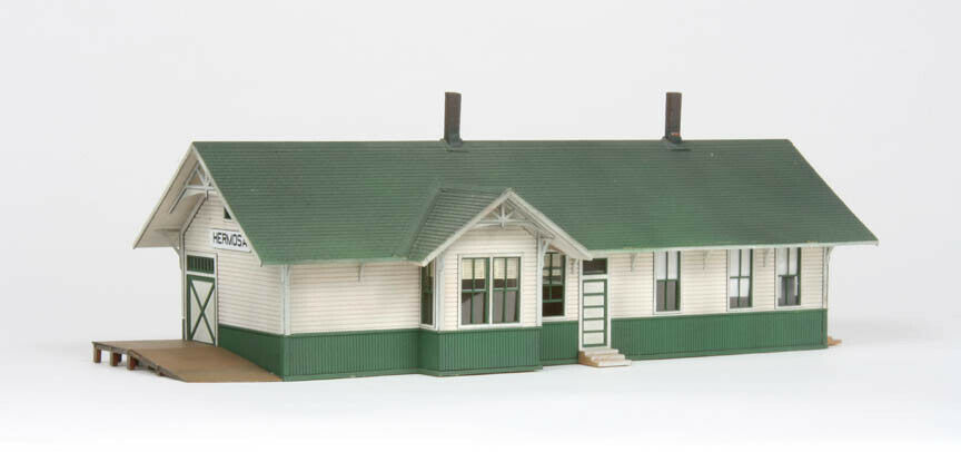 American Model Builders 127 HO Union Pacific Standard 24 x 64' Depot Kit
