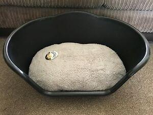 Petit Plastique Noir Pet Bed Chat Chien Panier De Luxe Gris Polaire Lavable Coussin-afficher Le Titre D'origine
