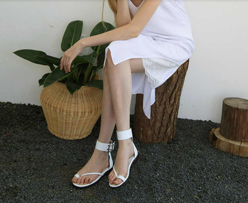 W Concept LOYIQ Adjustable buckle detail ankle strap white leather sandals