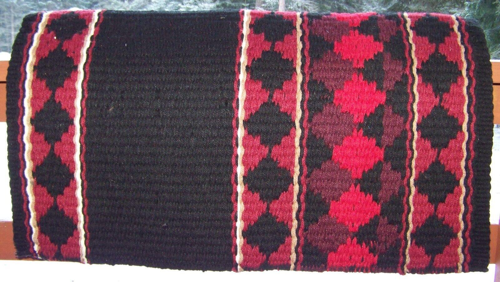 Rio Hondo Espectáculo Manta - 38x34 (Negro Base Rojo Textura) por Mayatex
