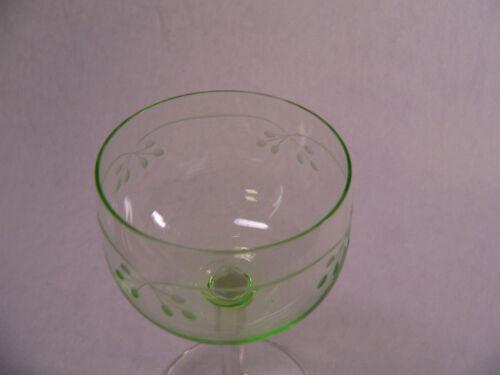Weinglas Römer m grüner Kuppa u eingeschliffener Ranke 6kantiger Stängel 15,4cm