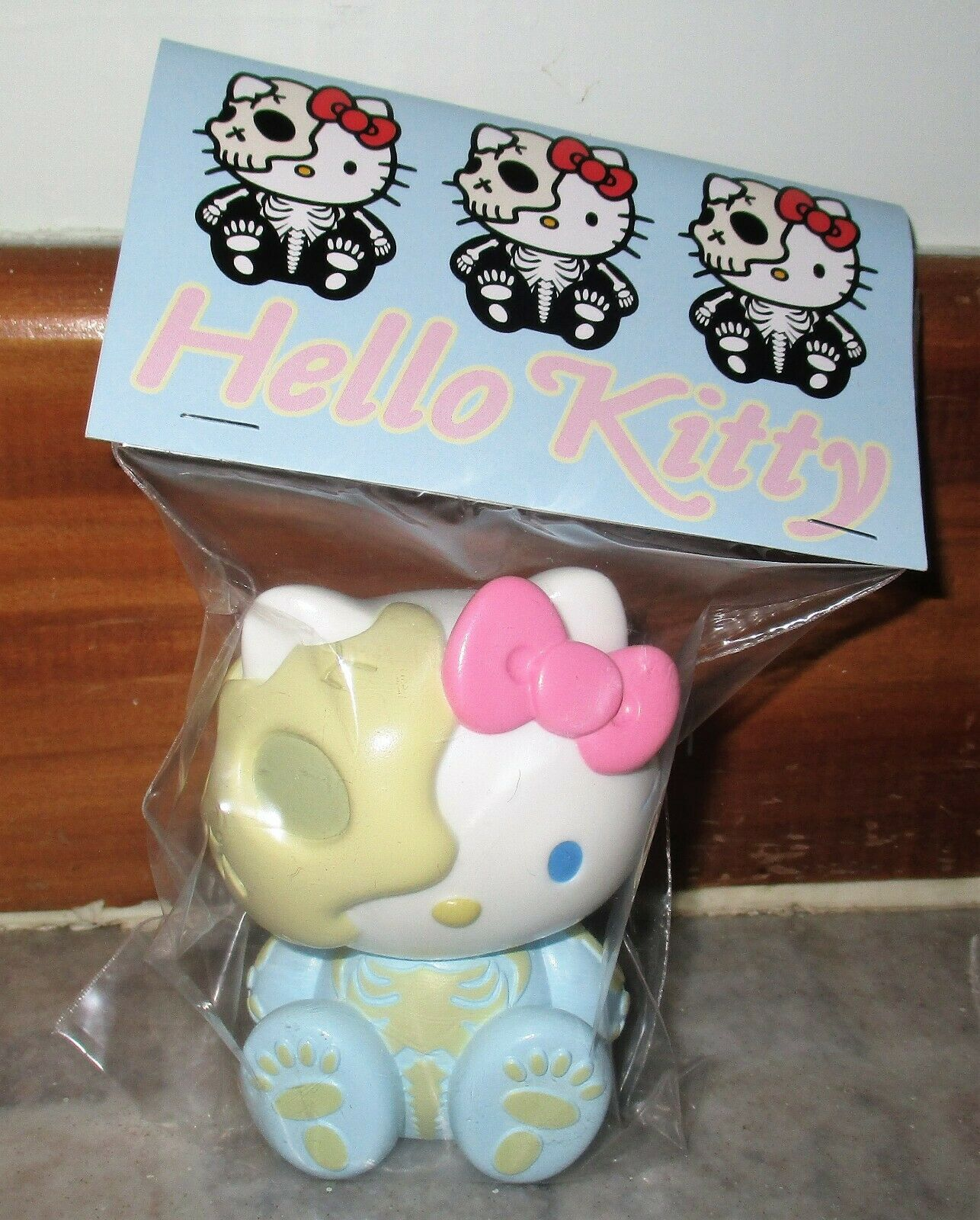 Hello Kitty Skull Light bluee SECRETBASE Secret Base Limited Ver 3  Sofubi MIP