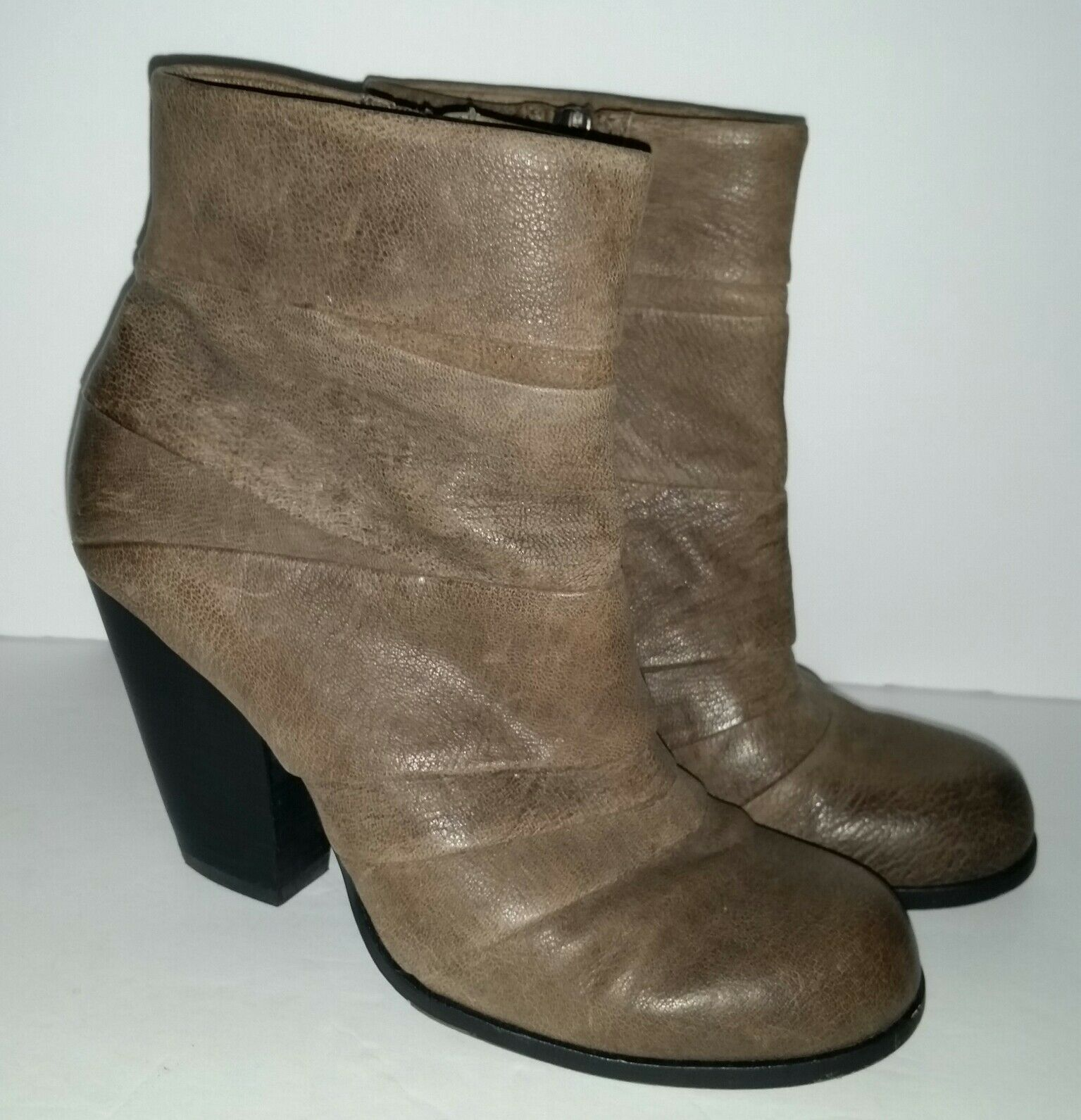 Vince Camuto Belta Women's 8 Taupe Leather Ankle Boots Heels Textured Seems EUC