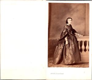 Levitsky-Paris-Femme-en-pose-Vintage-CDV-albumen-carte-de-visite-CDV-tirage
