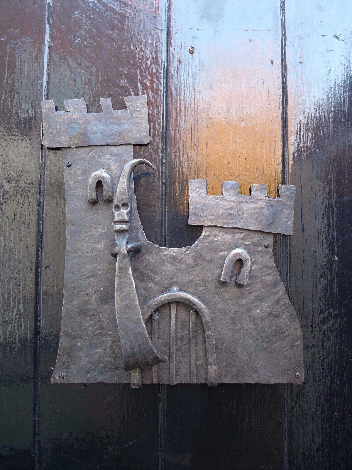 Castillo Fantasma Aldaba diseño único hecho a mano por Herrero's