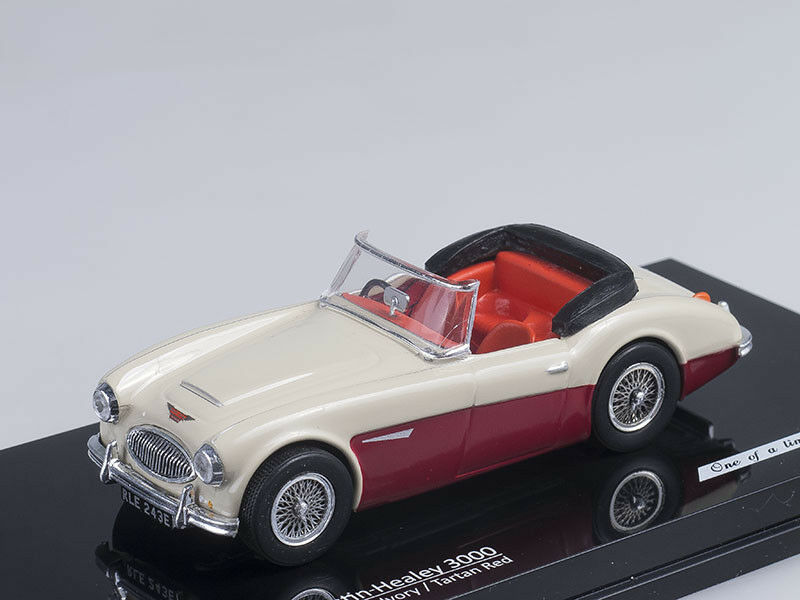 1 43 Scale model Austin Healey 3000 (Ivory Tartan Red)