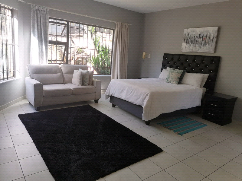 BEAUTIFUL UPMARKET ALL IN ONE VENUE IN THE  HEART OF BRYANSTON!!