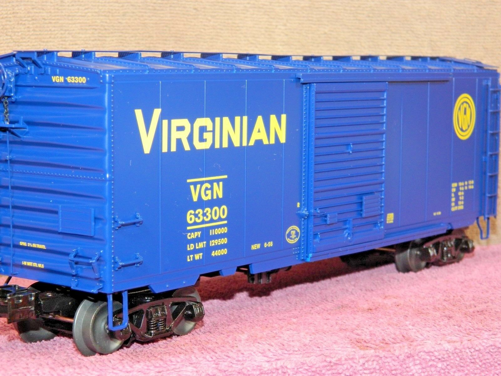LIONEL SCALE  6-27265 VIRGINIAN 40ft PS-1 SINGLE DOOR BOX CAR w/BOX LOAD NIB