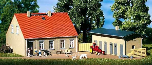 Auhagen H0 11396: Casa Con Cobertizo