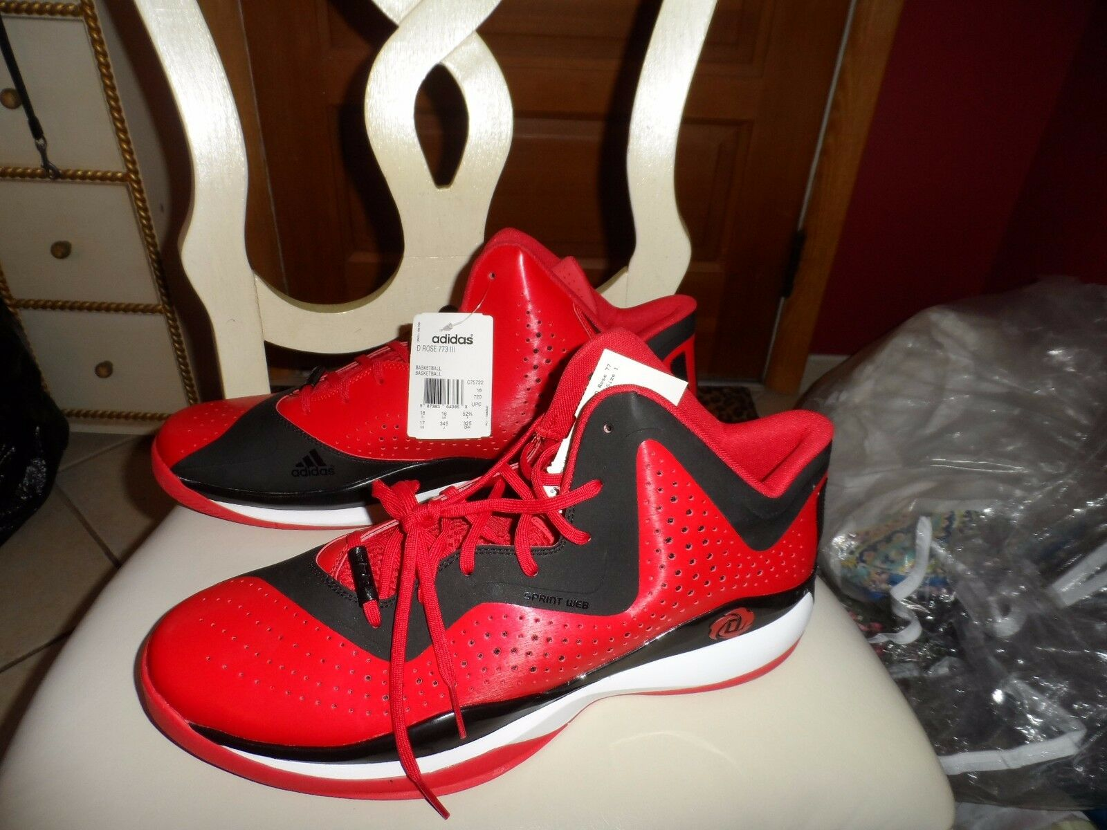 best cheap b1606 ce370 Hombre Talla 17 Adidas D Rose 773 773 773 III Rojo y negro Basketball  Athletic Shoe
