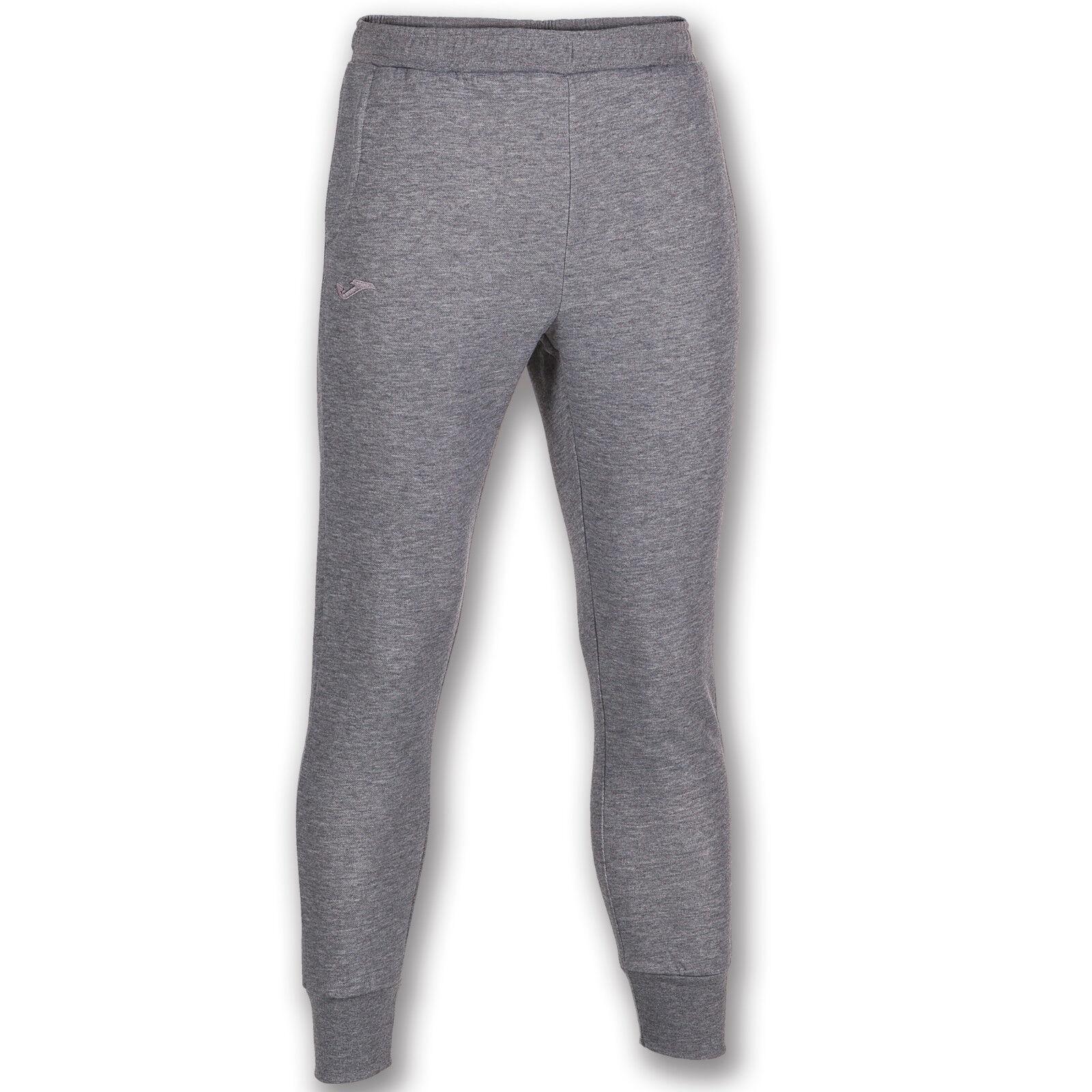 Pantalone Felpa relax Joma elastico in vita e polsino in fondo. Tasche laterali