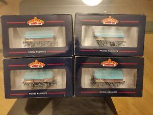 4 x Bachmann China Clay Wagon with hood (weathered) 33-080