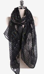 Foulard-viscose-motif-tetes-de-mort-fond-noir-180-x-80-cm