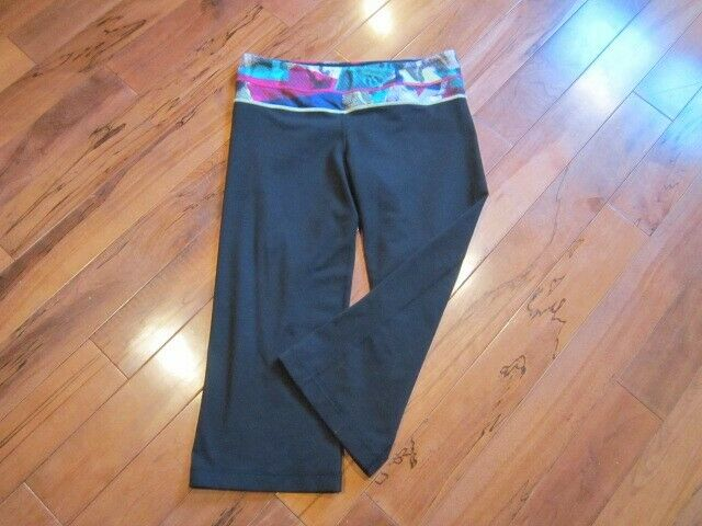 LULULEMON GROOVE CROPS SIZE 8 BLACK WITH MULTI DO… - image 3