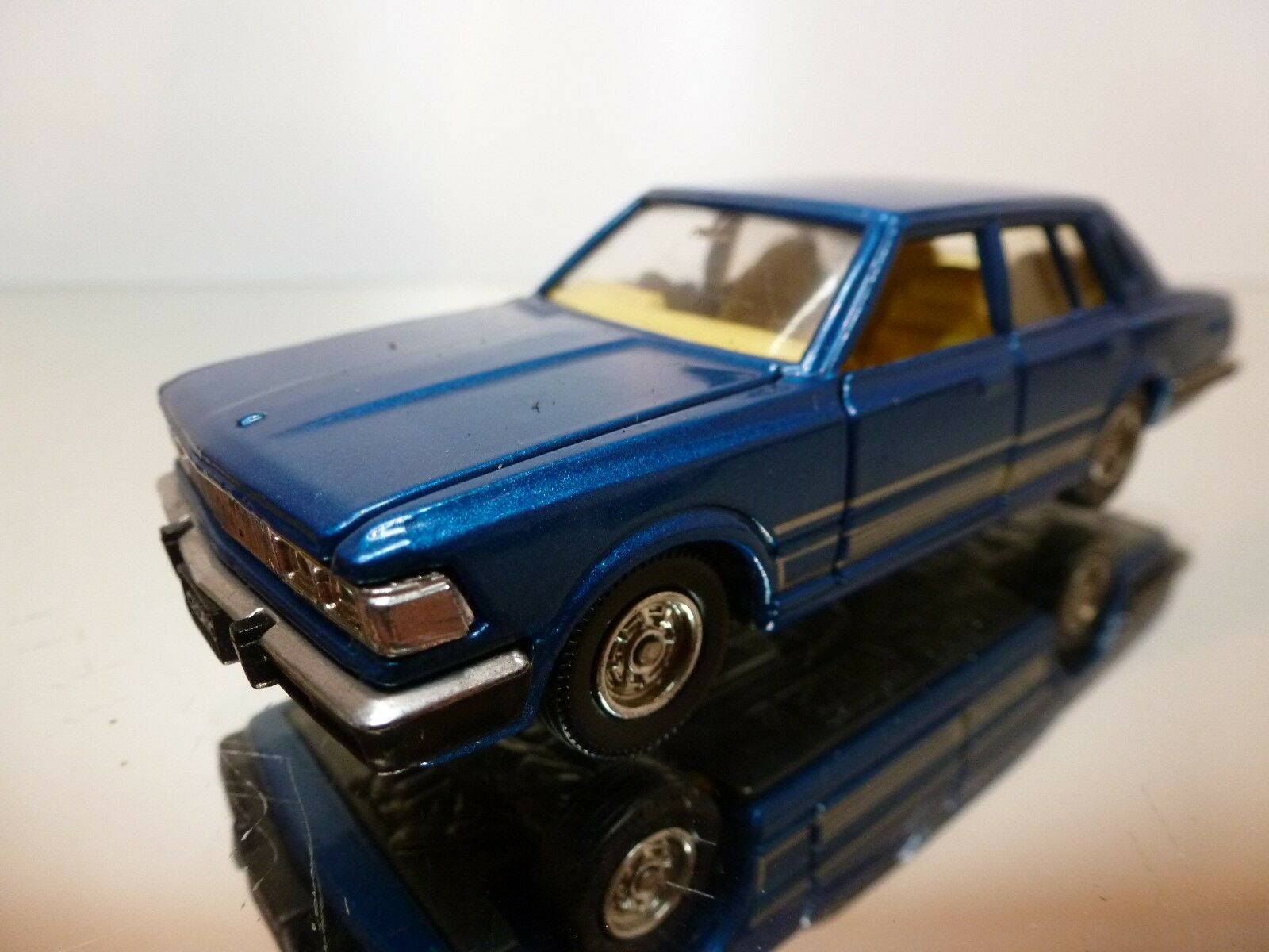 TOMICA 1 43 - NISSAN CEDRIC 280E NR= 11 - EXCELLENT CONDITION-9+6