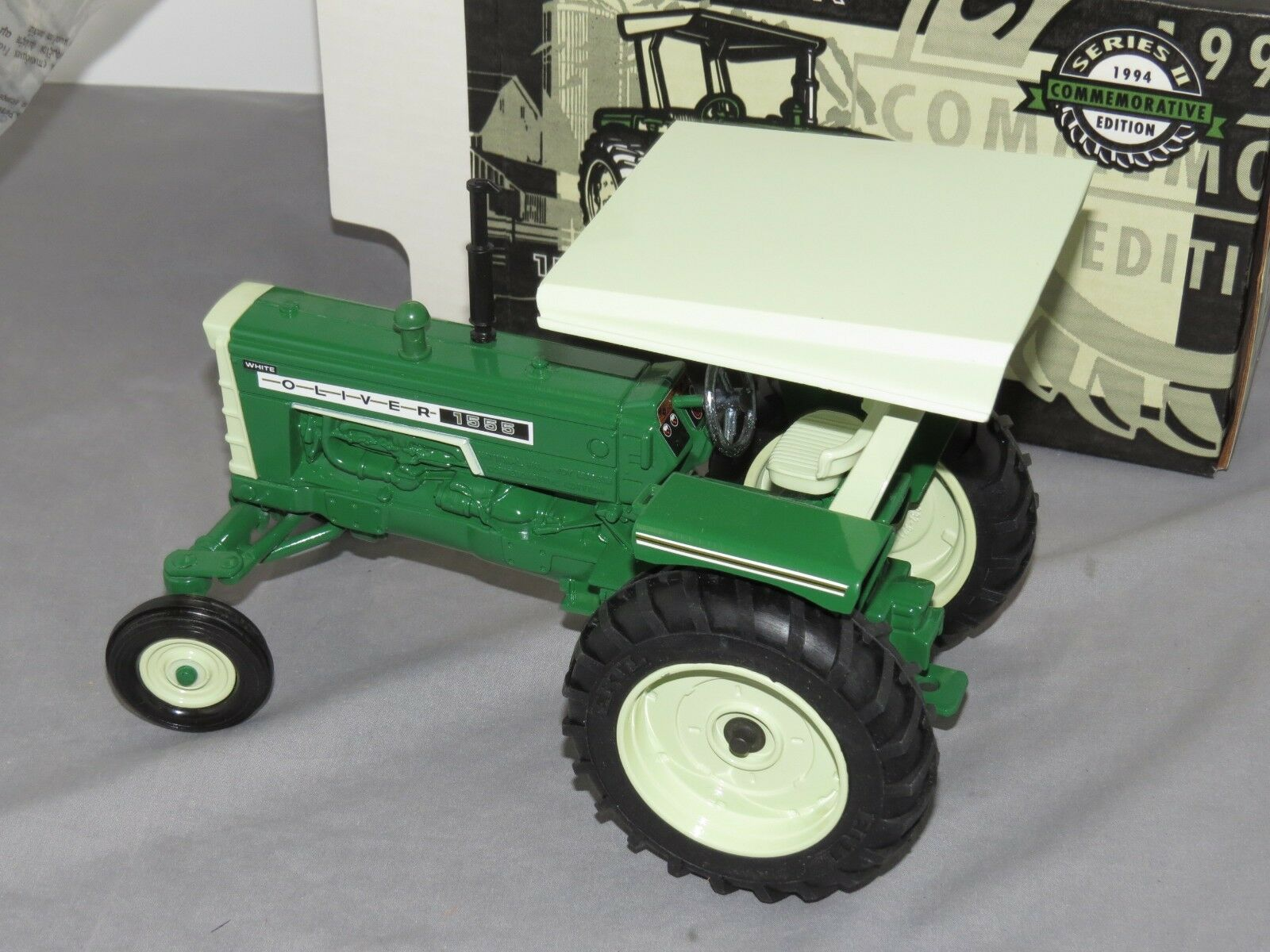 Vintage OLIVER 1555 avec Rops Tracteur Ferme nationale Toy Museum ERTL 1 16 NEW IN BOX