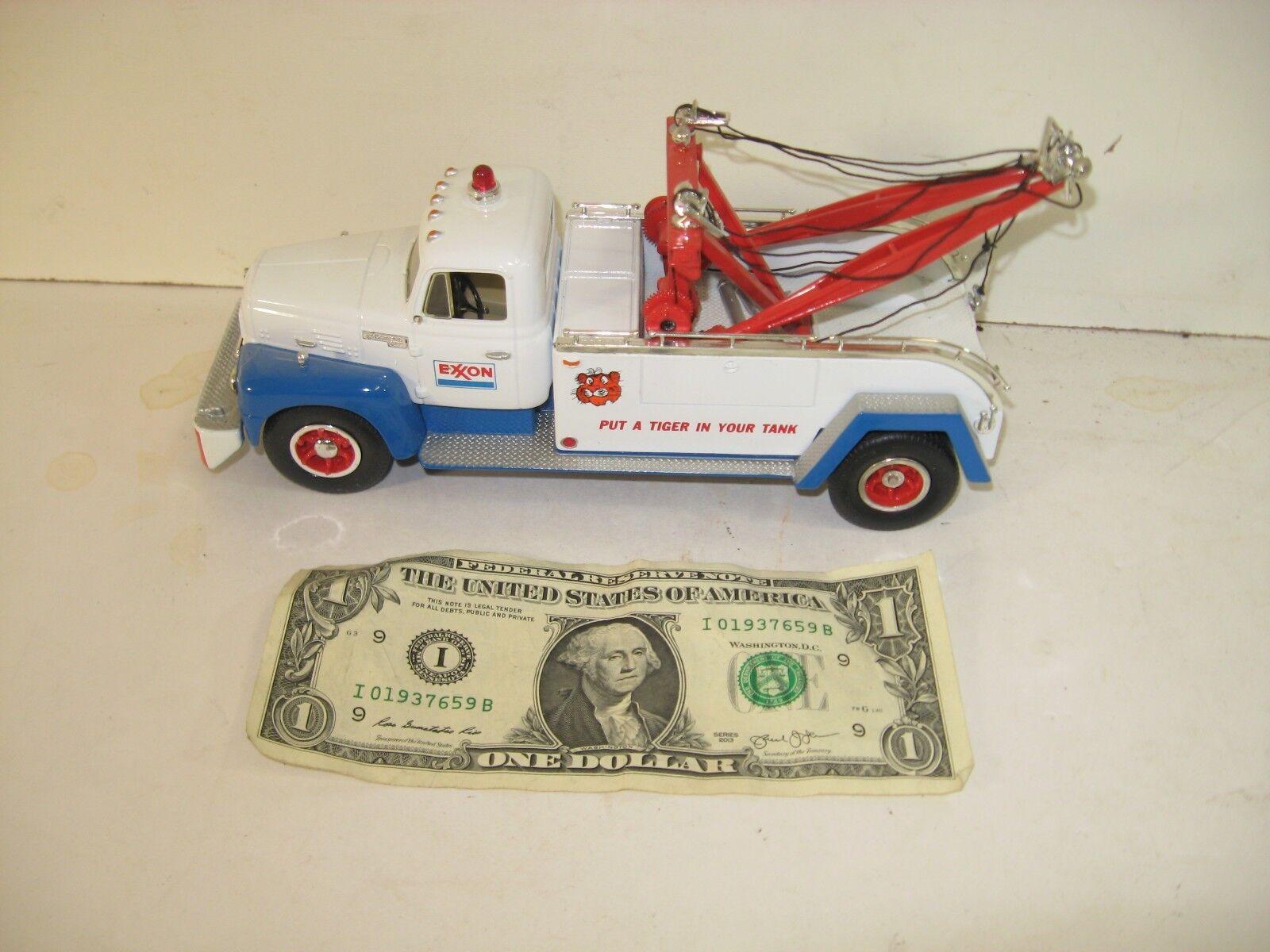 First 1st Gear 1957 International R-200 Tow Truck - Exxon  - 1994  - 10-1199